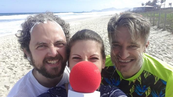 Mit DOSB-Fanreporter Philipp und Gerd Schönfelder, erfolgreichster Athlet bei den Paralympics, am Strand von Barra