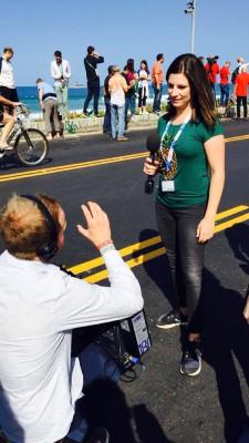 Philipp Jung (Kamera) und ich warten auf die Olympiaflamme